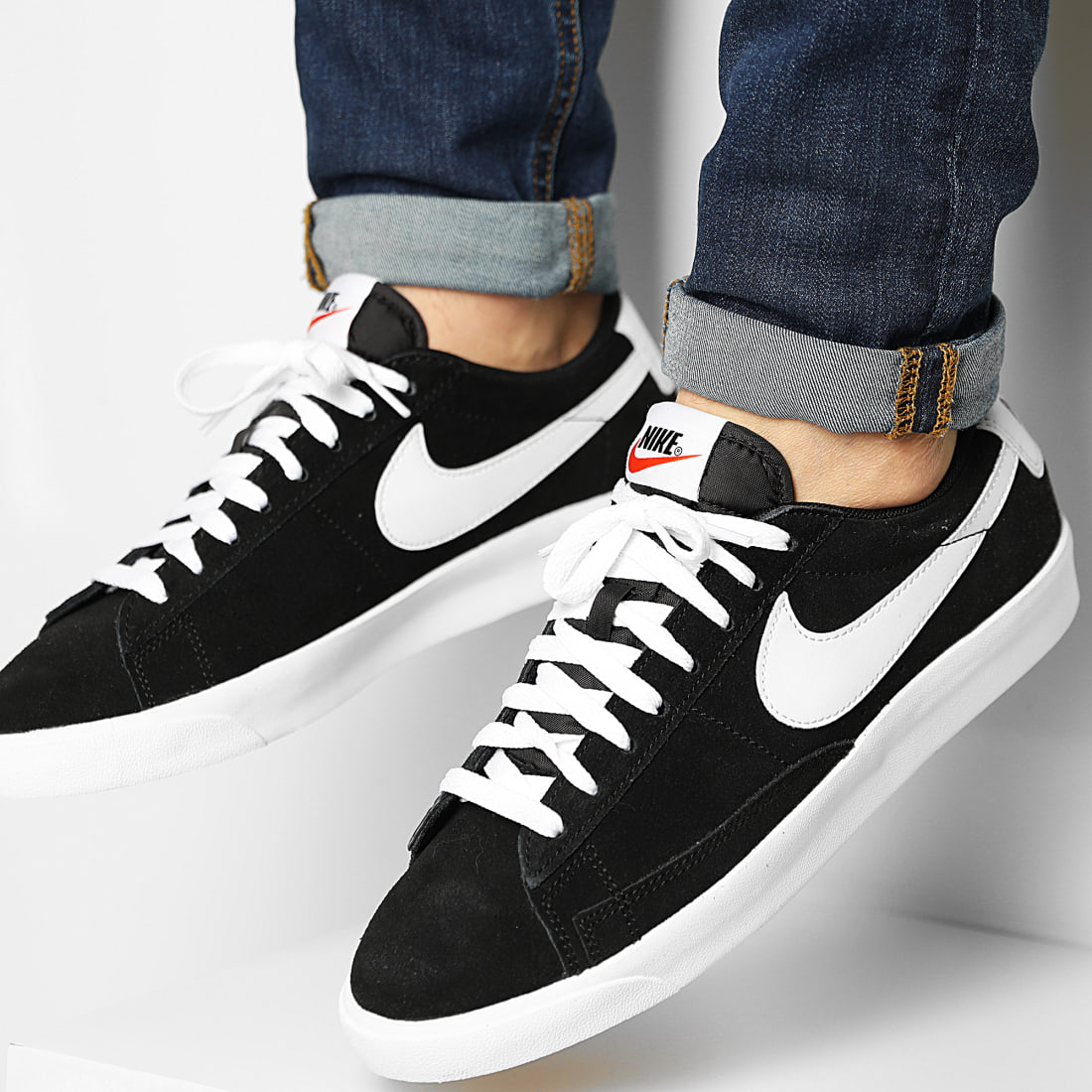 Nike - Baskets Blazer Low Premium Vintage Suede 538402 Black White ...