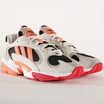 Baskets Yung 1 EE5320 Core Black Corail Raw White