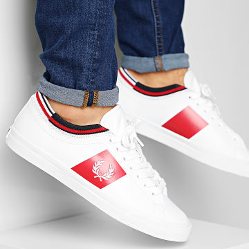 Fred Perry - Baskets Underspin Tipped Cuff Leather FPB7147 White Red