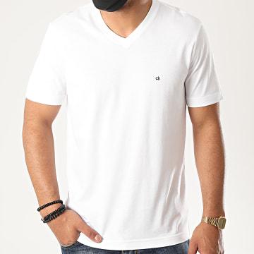 Calvin Klein - Tee Shirt Col V Logo Embroidery 3672 Blanc