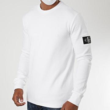 Calvin Klein - Tee Shirt Manches Longues Monogram Badge 5607 Blanc