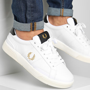 Fred Perry - Baskets B200 Perf Leather B8298 Blanc