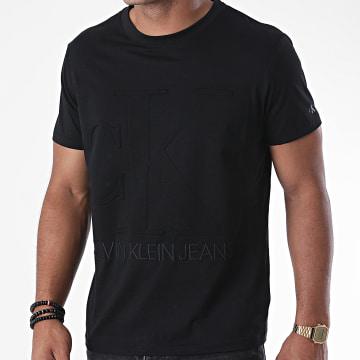 Calvin Klein - Tee Shirt Embossed Regular Fit 5860 Noir