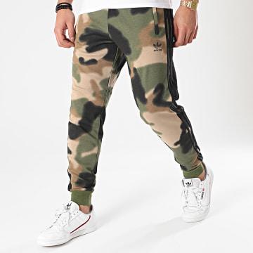 Adidas Originals - Pantalon Jogging A Bandes Camo AOP GN1894 Vert Kaki Camouflage