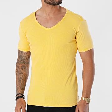Urban Classics - Tee Shirt Slim Col V Faded TB472 Jaune