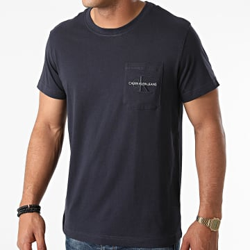Calvin Klein - Tee Shirt Poche Monogram Embroidery 9098 Bleu Marine