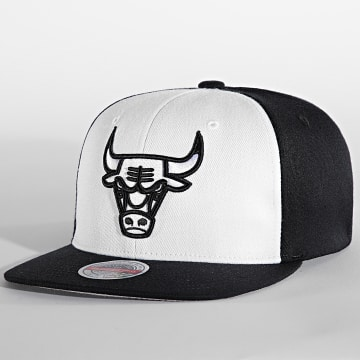 Mitchell and Ness - Casquette Front Post Stretch Chicago Bulls Noir Blanc