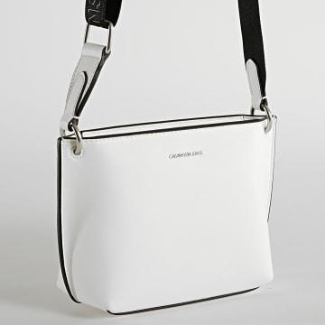 Calvin Klein - Sac A Main Femme Shadow Camera Bag 8383 Blanc