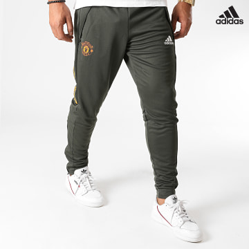 https://laboutiqueofficielle-res.cloudinary.com/image/upload/v1627638668/Desc/Watermark/adidas_performance.svg Adidas Performance - Pantalon Jogging A Bandes Manchester United FC FR3667 Vert Kaki