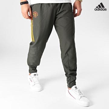 https://laboutiqueofficielle-res.cloudinary.com/image/upload/v1627638668/Desc/Watermark/adidas_performance.svg Adidas Performance - Pantalon Jogging Manchester United Presentation FR3679 Vert Kaki