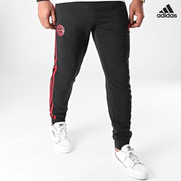 https://laboutiqueofficielle-res.cloudinary.com/image/upload/v1627638668/Desc/Watermark/adidas_performance.svg Adidas Performance - Pantalon Jogging A Bandes FC Bayern GR0668 Noir