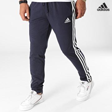 https://laboutiqueofficielle-res.cloudinary.com/image/upload/v1627638668/Desc/Watermark/adidas_performance.svg Adidas Performance - Pantalon Jogging A Bandes GK8997 Bleu Marine