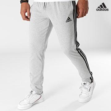 https://laboutiqueofficielle-res.cloudinary.com/image/upload/v1627638668/Desc/Watermark/adidas_performance.svg Adidas Performance - Pantalon Jogging A Bandes GK8998 Gris Chiné