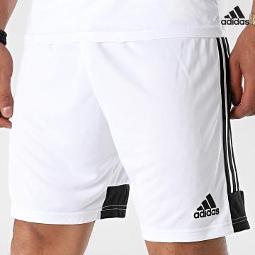 https://laboutiqueofficielle-res.cloudinary.com/image/upload/v1627638668/Desc/Watermark/adidas_performance.svg Adidas Performance - Short Jogging A Bandes DP3247 Blanc