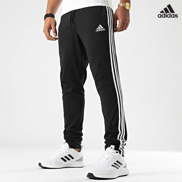 https://laboutiqueofficielle-res.cloudinary.com/image/upload/v1627638668/Desc/Watermark/adidas_performance.svg Adidas Performance - Pantalon Jogging A Bandes GK8995 Noir