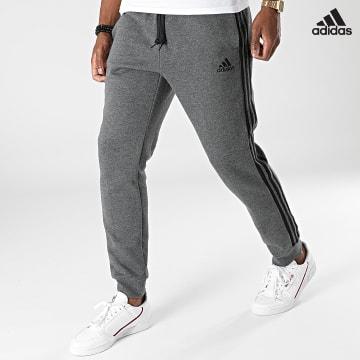 https://laboutiqueofficielle-res.cloudinary.com/image/upload/v1627638668/Desc/Watermark/adidas_performance.svg Adidas Performance - Pantalon Jogging A Bandes 3 Stripes GK8826 Gris Anthracite