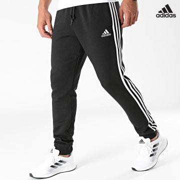 https://laboutiqueofficielle-res.cloudinary.com/image/upload/v1627638668/Desc/Watermark/adidas_performance.svg Adidas Performance - Pantalon Jogging A Bandes Fleece GK8821 Noir