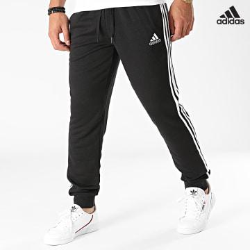 https://laboutiqueofficielle-res.cloudinary.com/image/upload/v1627638668/Desc/Watermark/adidas_performance.svg Adidas Performance - Pantalon Jogging A Bandes 3 Stripes GK8831 Noir
