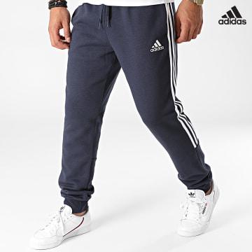 https://laboutiqueofficielle-res.cloudinary.com/image/upload/v1627638668/Desc/Watermark/adidas_performance.svg Adidas Performance - Pantalon Jogging A Bandes GK8977 Bleu Marine