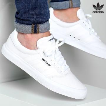 https://laboutiqueofficielle-res.cloudinary.com/image/upload/v1627646526/Desc/Watermark/3adidas_orginal.svg Adidas Originals - Baskets 3MC Vulc B22705 Footwear White Gold Metallic