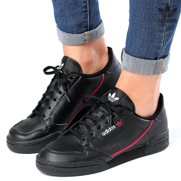 https://laboutiqueofficielle-res.cloudinary.com/image/upload/v1627646526/Desc/Watermark/3adidas_orginal.svg Adidas Originals - Baskets Femme Continental 80 F99786 Core Black Scarlet Collegiate Navy