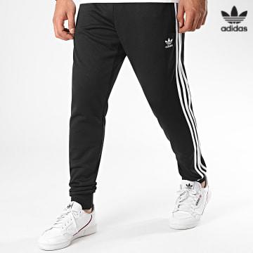 https://laboutiqueofficielle-res.cloudinary.com/image/upload/v1627646526/Desc/Watermark/3adidas_orginal.svg Adidas Originals - Pantalon Jogging A Bandes SST TP Prime Blue GF0210 Noir Blanc