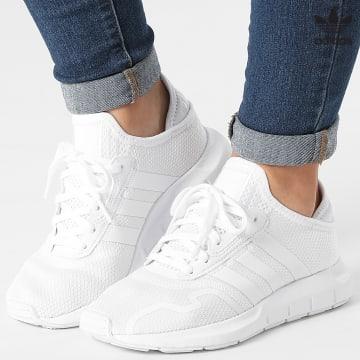 https://laboutiqueofficielle-res.cloudinary.com/image/upload/v1627646526/Desc/Watermark/3adidas_orginal.svg Adidas Originals - Baskets Femme Swift Run X FY2149 Cloud White