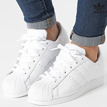 https://laboutiqueofficielle-res.cloudinary.com/image/upload/v1627646526/Desc/Watermark/3adidas_orginal.svg Adidas Originals - Baskets Femme Superstar FV3285 Footwear White
