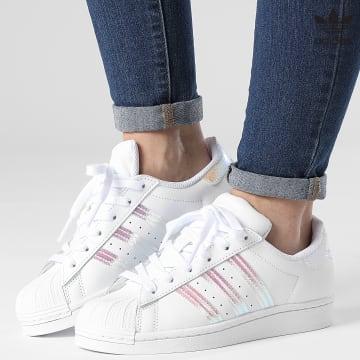 https://laboutiqueofficielle-res.cloudinary.com/image/upload/v1627646526/Desc/Watermark/3adidas_orginal.svg Adidas Originals - Baskets Femme Superstar FV3139 Footwear White Iridescent
