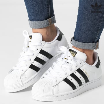 https://laboutiqueofficielle-res.cloudinary.com/image/upload/v1627646526/Desc/Watermark/3adidas_orginal.svg Adidas Originals - Baskets Femme Superstar FU7712 Footwear White Core Black
