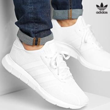 https://laboutiqueofficielle-res.cloudinary.com/image/upload/v1627646526/Desc/Watermark/3adidas_orginal.svg Adidas Originals - Baskets Swift Run X FY2117 Footwear White