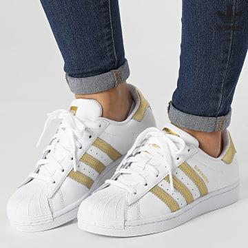 https://laboutiqueofficielle-res.cloudinary.com/image/upload/v1627646526/Desc/Watermark/3adidas_orginal.svg Adidas Originals - Baskets Femme Superstar FX7483 Footwear White Gold Metallic
