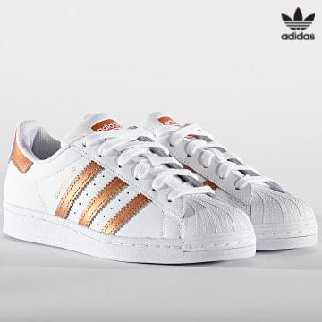 https://laboutiqueofficielle-res.cloudinary.com/image/upload/v1627646526/Desc/Watermark/3adidas_orginal.svg Adidas Originals - Baskets Femme Superstar FX7484 Footwear White Copper Metallic