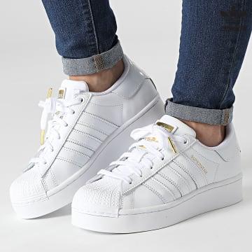 https://laboutiqueofficielle-res.cloudinary.com/image/upload/v1627646526/Desc/Watermark/3adidas_orginal.svg Adidas Originals - Baskets Femme Superstar Bold FV3334 Cloud White Gold Metallic