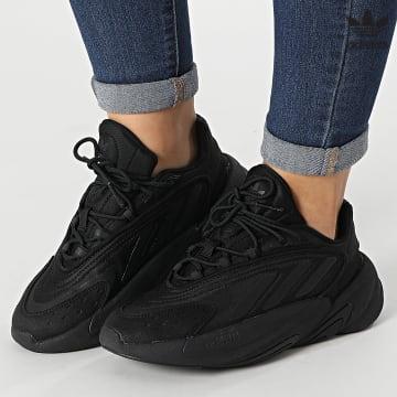 https://laboutiqueofficielle-res.cloudinary.com/image/upload/v1627646526/Desc/Watermark/3adidas_orginal.svg Adidas Originals - Baskets Femme Ozelia H03131 Core Black