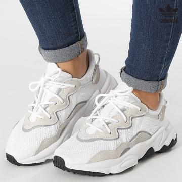 https://laboutiqueofficielle-res.cloudinary.com/image/upload/v1627646526/Desc/Watermark/3adidas_orginal.svg Adidas Originals - Baskets Femme Ozweego EE7773 Cloud White Core Black