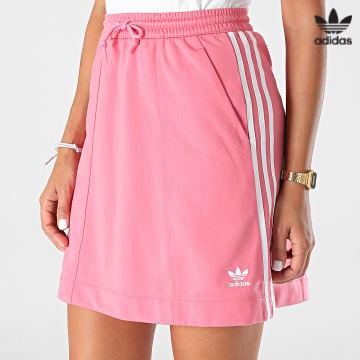 https://laboutiqueofficielle-res.cloudinary.com/image/upload/v1627646526/Desc/Watermark/3adidas_orginal.svg Adidas Originals - Jupe Femme A Bandes H37775 Rose