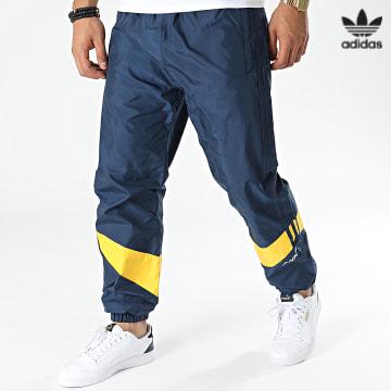 https://laboutiqueofficielle-res.cloudinary.com/image/upload/v1627646526/Desc/Watermark/3adidas_orginal.svg Adidas Originals - Pantalon Jogging A Bandes Ripstop HF9227 Bleu Marine