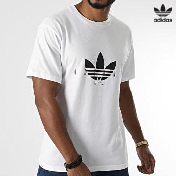https://laboutiqueofficielle-res.cloudinary.com/image/upload/v1627646526/Desc/Watermark/3adidas_orginal.svg Adidas Originals - Tee Shirt H31330 Blanc