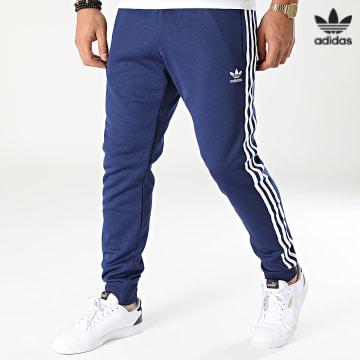 https://laboutiqueofficielle-res.cloudinary.com/image/upload/v1627646526/Desc/Watermark/3adidas_orginal.svg Adidas Originals - Pantalon Jogging A Bandes SST H06714 Bleu Marine