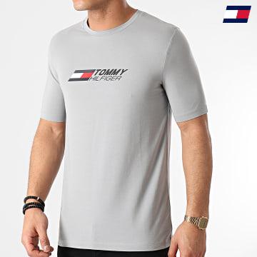 https://laboutiqueofficielle-res.cloudinary.com/image/upload/v1627646949/Desc/Watermark/10logo_tommy_sport.svg Tommy Sport - Tee Shirt Logo 7282 Gris