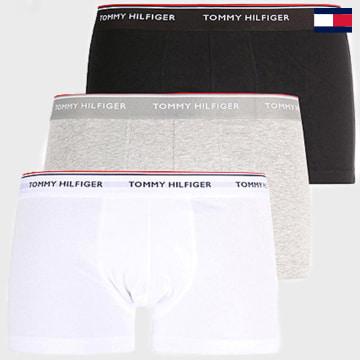 https://laboutiqueofficielle-res.cloudinary.com/image/upload/v1627647047/Desc/Watermark/7logo_tommy_hilfiger.svg Tommy Hilfiger - Lot De 3 Boxers Premium Essential Noir Gris Blanc