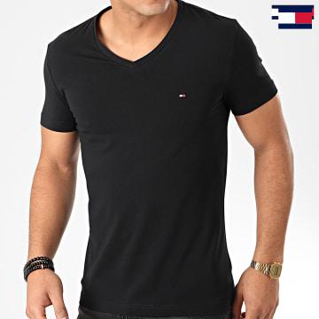 https://laboutiqueofficielle-res.cloudinary.com/image/upload/v1627647047/Desc/Watermark/7logo_tommy_hilfiger.svg Tommy Hilfiger - Tee Shirt Col V Core Stretch 2045 Noir