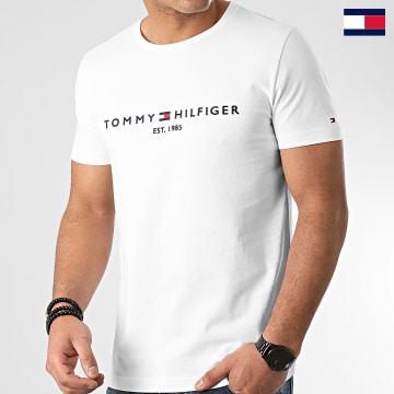 https://laboutiqueofficielle-res.cloudinary.com/image/upload/v1627647047/Desc/Watermark/7logo_tommy_hilfiger.svg Tommy Hilfiger - Tee Shirt Core Tommy Logo 1465 Blanc