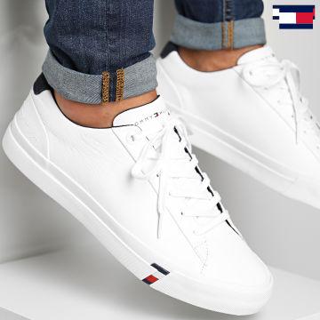 https://laboutiqueofficielle-res.cloudinary.com/image/upload/v1627647047/Desc/Watermark/7logo_tommy_hilfiger.svg Tommy Hilfiger - Baskets Corporate Leather 2983 White
