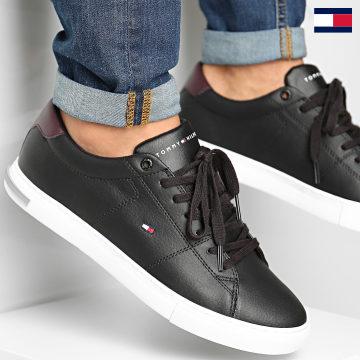 https://laboutiqueofficielle-res.cloudinary.com/image/upload/v1627647047/Desc/Watermark/7logo_tommy_hilfiger.svg Tommy Hilfiger - Baskets Essential Leather Detail Vulcan 2977 Black