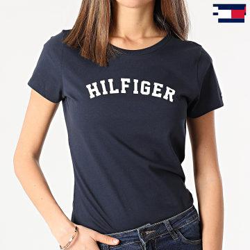 https://laboutiqueofficielle-res.cloudinary.com/image/upload/v1627647047/Desc/Watermark/7logo_tommy_hilfiger.svg Tommy Hilfiger - Tee Shirt Femme SS Print 0091 Bleu Marine