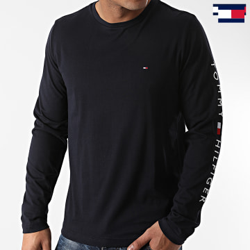 https://laboutiqueofficielle-res.cloudinary.com/image/upload/v1627647047/Desc/Watermark/7logo_tommy_hilfiger.svg Tommy Hilfiger - Tee Shirt Manches Longues Logo 9096 Bleu Marine