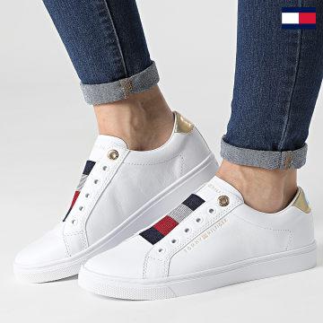https://laboutiqueofficielle-res.cloudinary.com/image/upload/v1627647047/Desc/Watermark/7logo_tommy_hilfiger.svg Tommy Hilfiger - Baskets Femme Elastic Slip On 5546 White