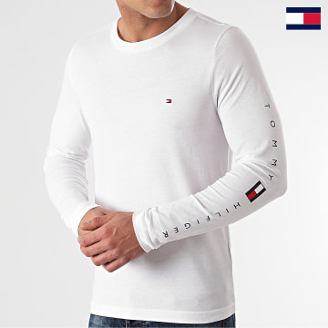 https://laboutiqueofficielle-res.cloudinary.com/image/upload/v1627647047/Desc/Watermark/7logo_tommy_hilfiger.svg Tommy Hilfiger - Tee Shirt Manches Longues Essential Tommy 7677 Blanc